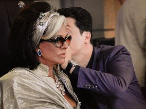 Ticiano fala com Ashuarya (Foto: Aquele Beijo/TV Globo)