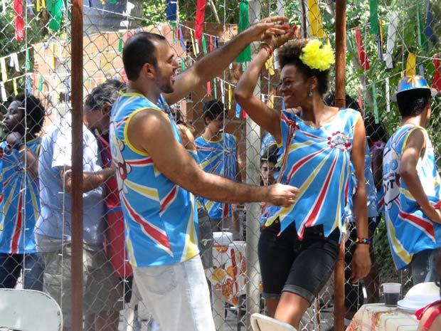 Aparecida descobre que Carlinhos tem outra mulher (Foto: Malhação / TV Globo)