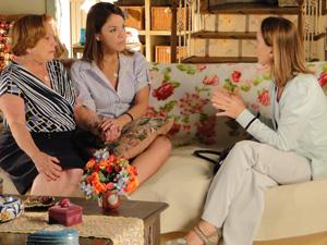 Terapeuta diz a Iná que se Ana não reagir, ela terá que entrar com uma medicação  (Foto: A Vida da Gente / TV Globo)