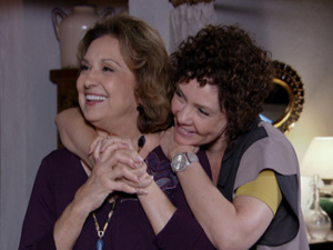 Álvaro pede que Alice e tia Íris sejam álibis de Tereza Cristina (Foto: Fina Estampa / TV Globo)