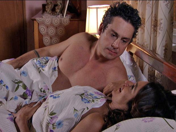Baltazar e Celeste têm noite de amor (Foto: Fina Estampa/TV Globo)