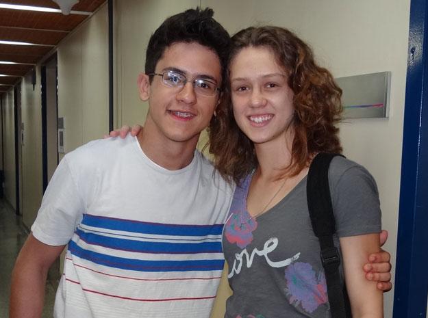 David Lucas e a irmã Aline Peixoto nos bastidores de Fina Estampa (Foto: Fina Estampa/ TV globo)