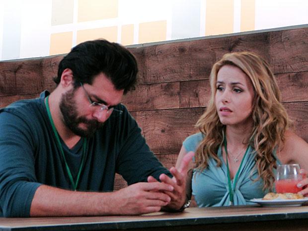 Lúcio confessa ainda estar mal por causa do rompimento com Ana (Foto: A Vida da Gente / TV Globo)