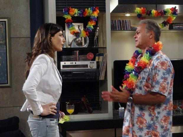 """""""E que tipo de gente é essa que você trouxe pra minha casa, me diz?!"""", diz ela para Nelson (Foto: Malhação / TV Globo)"""