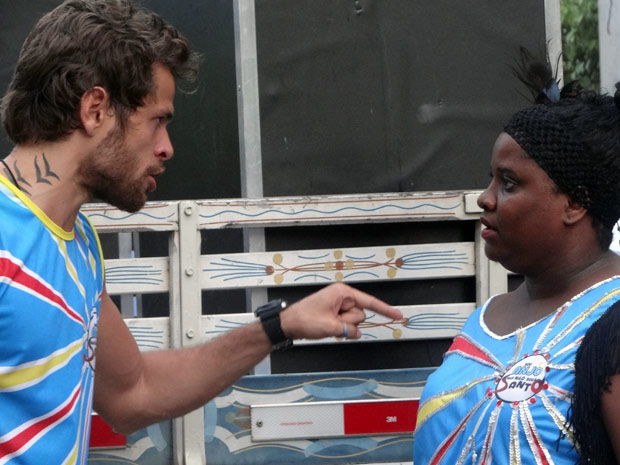 Moisés fala para Coxinha assumir a culpa (Foto: Malhação / TV Globo)