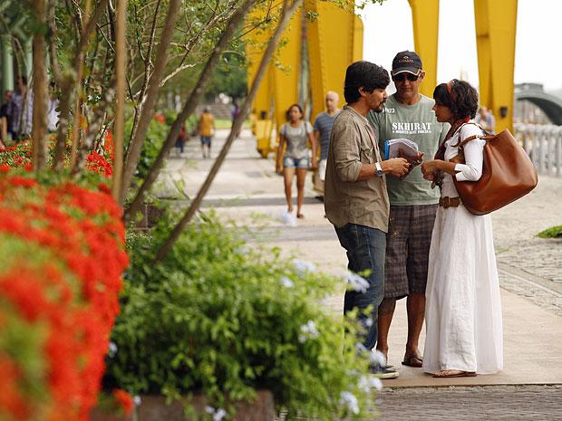 Rogério Gomes dirige André Gonçalves e Letícia Persiles em Belém (Foto: Amor Eterno Amor/TV Globo)