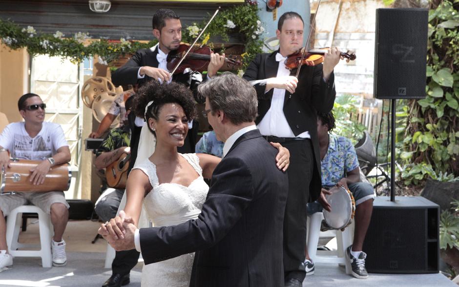 Sarita e Alberto abrem a pista de dança