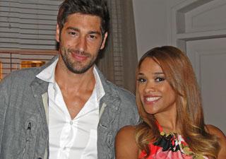 Victor Pecoraro e Leilah Moreno (Foto: Aquele Beijo/TV Globo)