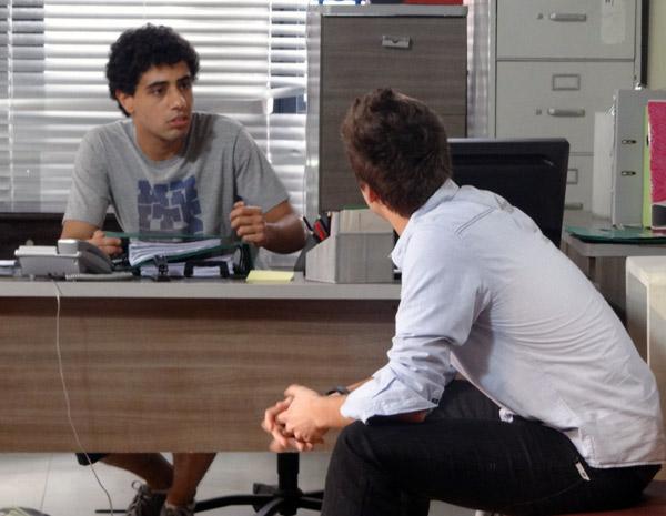 Guido conta para Ziggy que perdeu chance de fechar um negócio por causa das armações de Débora (Foto: Malhação / TV Globo)