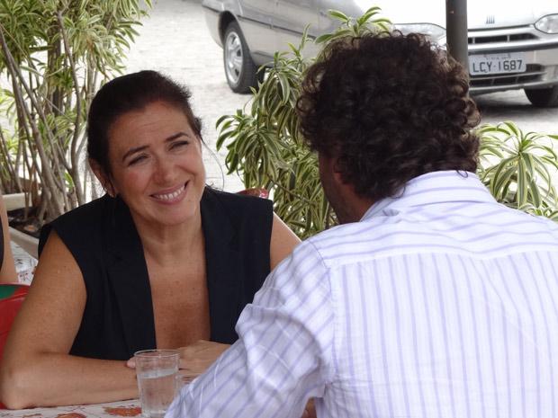 Griselda convida Guaracy para entrar com sua filha no dia do casamento (Foto: Fina Estampa/ TV globo)