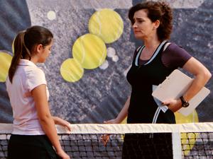 Vitória dá bronca em Cecília pelo mau desempenho (Foto: A Vida da Gente / TV Globo)