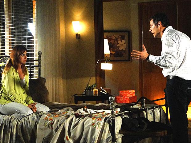 Suzana conta a verdade sobre seu envolvimento com Renato para o marido (Foto: A Vida da Gente/TV Globo)