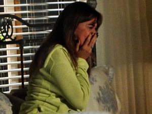 Ela se despera quando vê Cícero partir (Foto: A Vida da Gente/ TV Globo)
