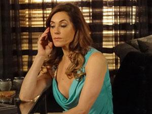 Tereza Cristina faz nova encomenda para Ferdinand (Foto: Fina Estampa/ TV globo)