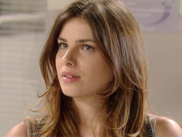 Cristal não perde a chance de alfinetar Alexia (Foto: Malhação / TV Globo)