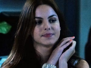 Alice quer convencer o pai a voltar com Suzana (Foto: A vida da gente/ TV Globo)