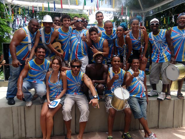 Depois das gravações, a galeria da Comunidade dos Anjos faz pose para foto (Foto: Malhação / TV Globo)