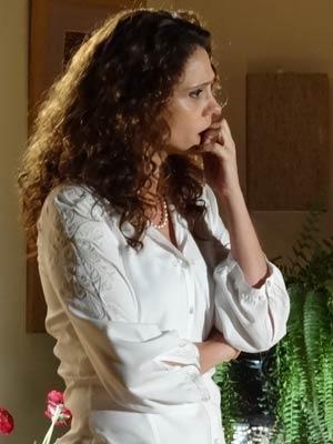 Dora se preocupa com a situação da família (Foto: A Vida da Gente / TV Globo)