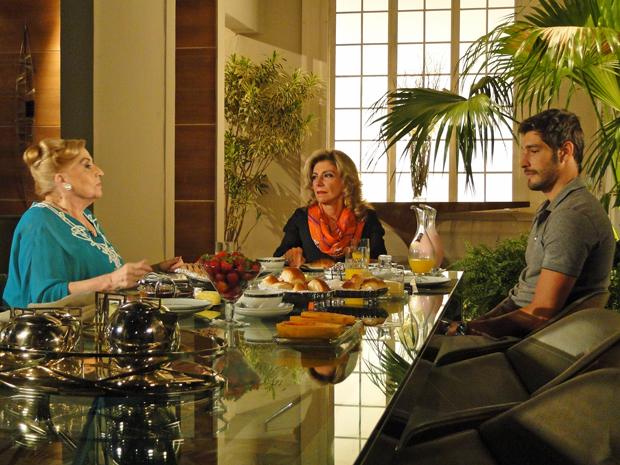 Maruschka debocha do apetite de Alberto (Foto: Aquele Beijo/TV Globo)