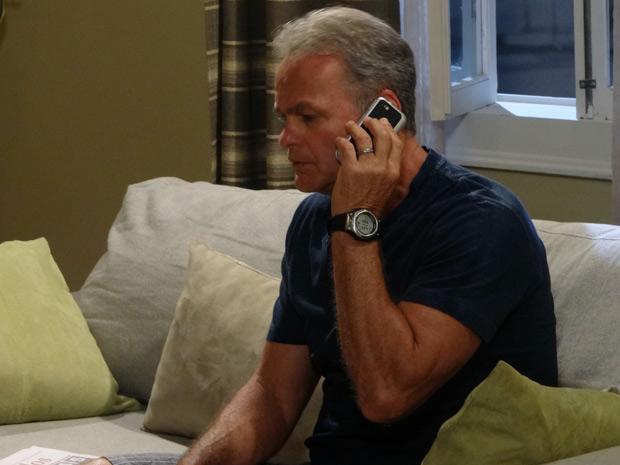 Nelson recebe proposta para trabalhar na lanchonete do posto (Foto: Malhação / TV Globo)
