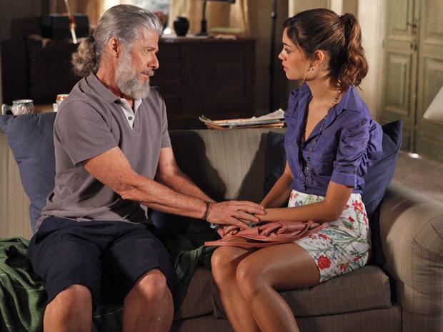 Amália fica triste com a atitude do pai (Foto: Fina Estampa/TV Globo)