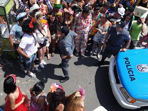 """Polícia proíbe bloco """"Me Cutuca que Eu Te Curto"""", organizado por Ziggy e Betão, de desfilar (Foto: Malhação / TV Globo)"""
