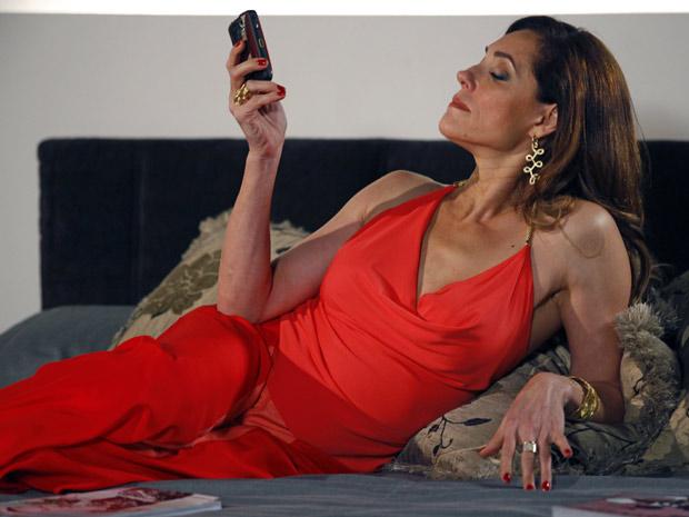 Tereza Cristina ameça denunciar Ferdinand (Foto: Fina Estampa/TV Globo)