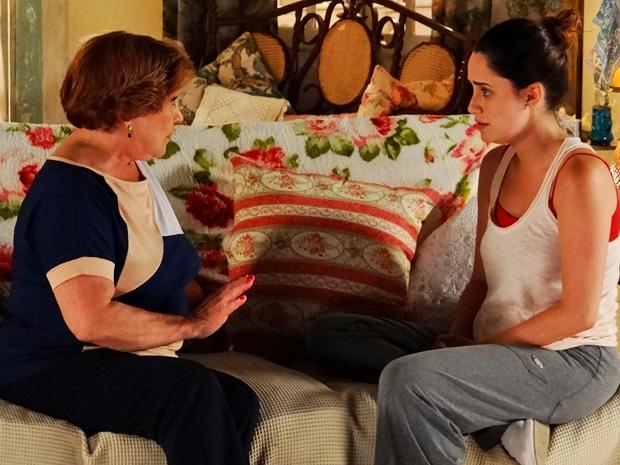 Após briga com a mãe, Ana desabafa com Iná pela primeira vez durante a depressão (Foto: A Vida da Gente/ TV Globo)