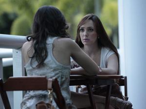 Patrícia conta tudo para Ellen (Foto: Fina Estampa / TV Globo)