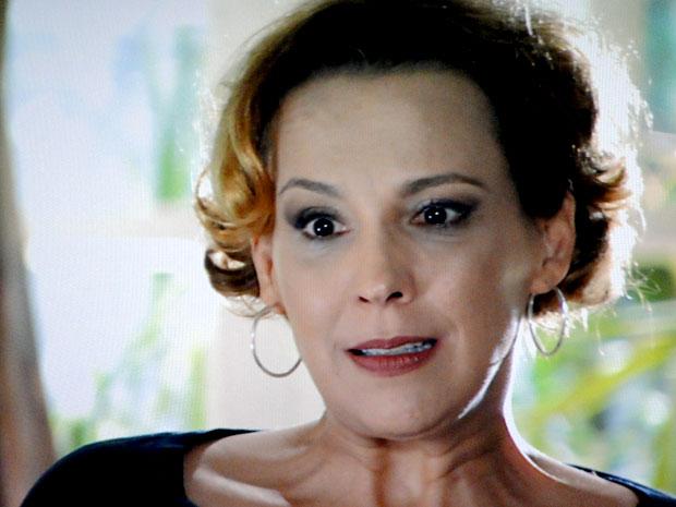 Eva fica sem saída (Foto: A Vida da Gente / TV Globo)