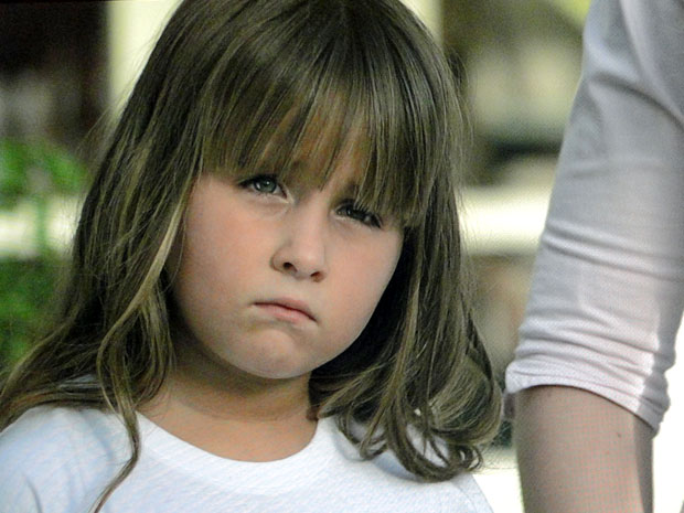 Júlia tem sentido muito cansaço (Foto: A Vida da Gente / TV Globo)