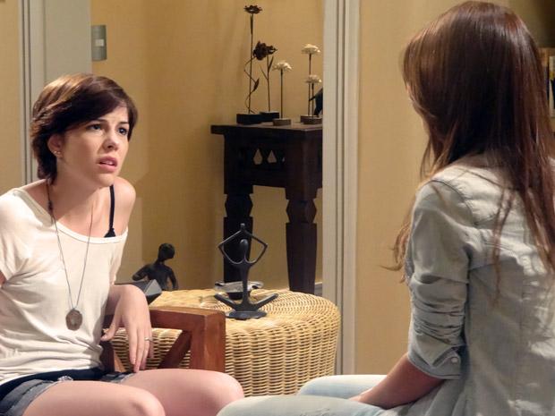 Natália conta para Alexia sobre o altar de Moisés (Foto: Malhação / TV Globo)