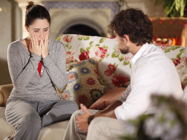 Rodrigo vai até Gramado contar para Ana que Júlia tem hepatite e está internada (Foto: A Vida da Gente)