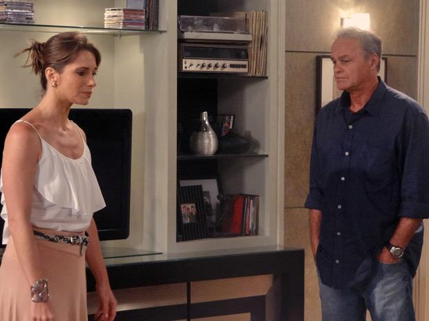 Nelson conta para Laura a armação de Débora contra Guido (Foto: Malhação / TV Globo)