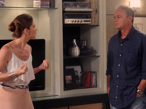 Laura fica indignada ao ver o que Débora aprontou desta vez (Foto: Malhação / TV Globo)
