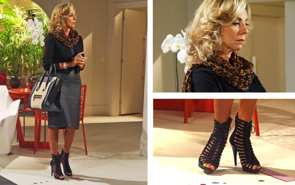 Acessórios poderosos como lenço de oncinha e a sandália valorizaram o preto total da roupa