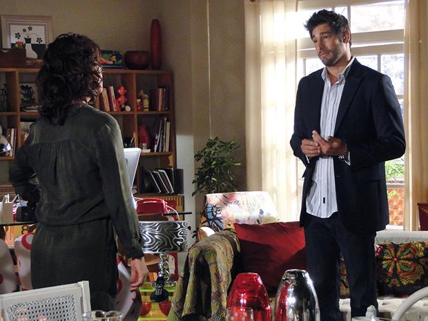Rubinho pede desculpas a Claudia e grante que quer ser amigo da ex (Foto: Aquele Beijo/TV Globo)
