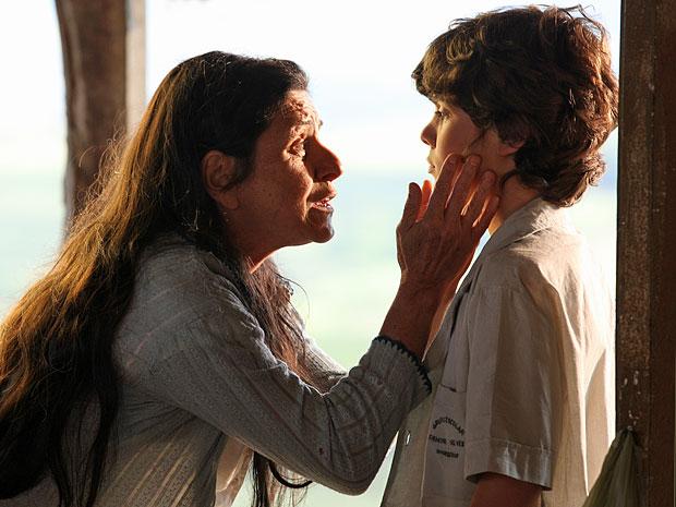 Angélica acredita que Carlos terá um bom futuro graças ao seu dom (Foto: Amor Eterno Amor/TV Globo)