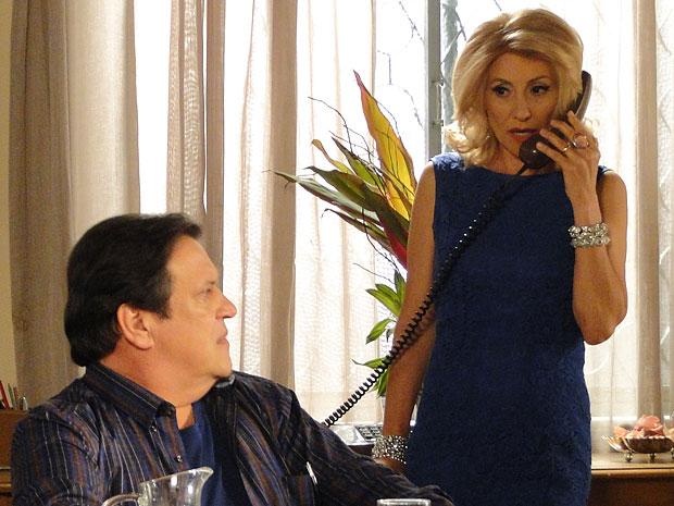 Melissa diz a Verbena que ela pode ter uma nova decepção (Foto: Amor Eterno Amor/TV Globo)