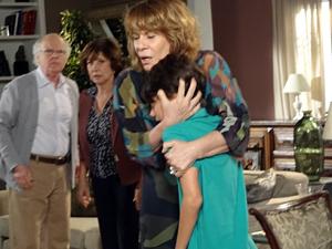 Pedro Jorge defende a tia (Foto: Fina Estampa / TV Globo)