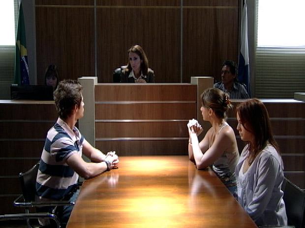 Juíza determina trabalho voluntário para Débora na Comunidade dos Anjos (Foto: Malhação / TV Globo)