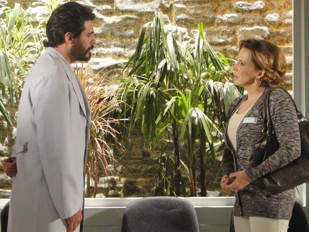 Lúcio fica sem paciência diante de loucura de Eva (Foto: A Vida da Gente / TV Globo)