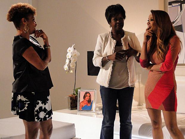 Diva reencontra a sobrinha Grace (Foto: Aquele Beijo/TV Globo)