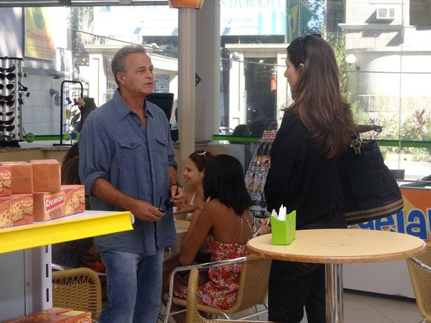 Helena desprestigia novo emprego de Nelson (Foto: Malhação / TV Globo)