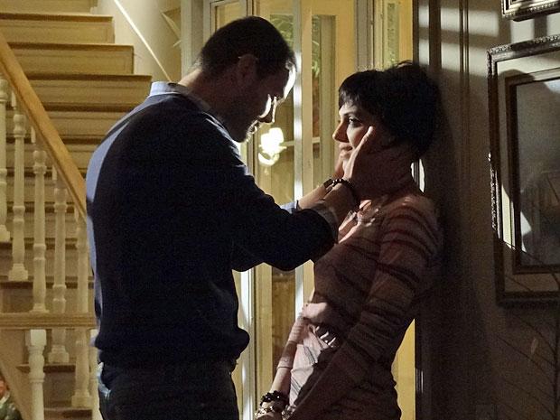 Fernando pede desculpas após discutir com Miriam (Foto: Amor Eterno Amor/TV Globo)