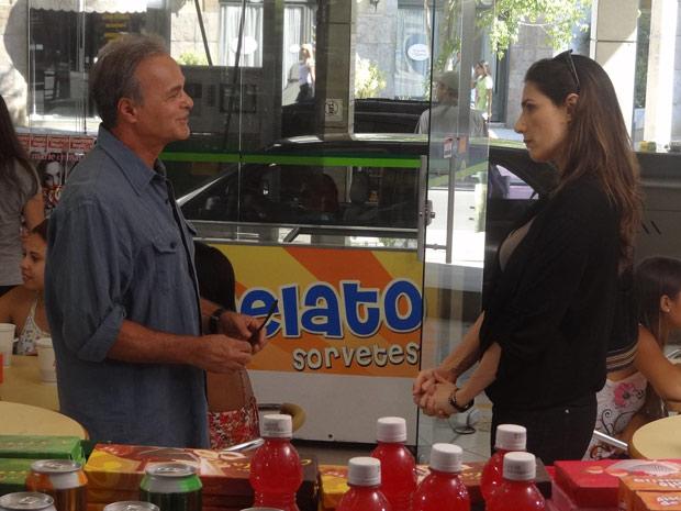 """""""Sinceramente? Eu esperava mais de você!"""", critica Helena (Foto: Malhação / TV Globo)"""