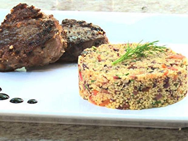 Salada de Cuscuz Marroquino é um prato supersaudável e saboroso (Foto: A Vida da Gente/ TV Globo)