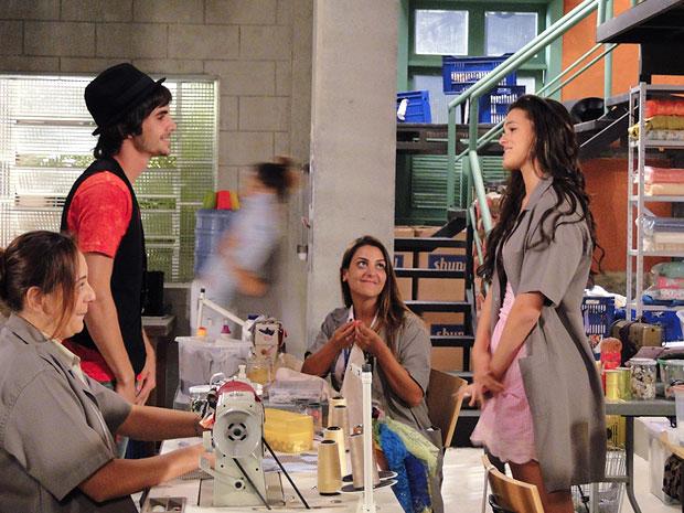 Belezinha dá força para Agenor  (Foto: Aquele Beijo/TV Globo)