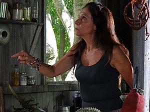 Carmem fica furiosa com resposta de Carlos (Foto: Amor Eterno Amor/TV Globo)