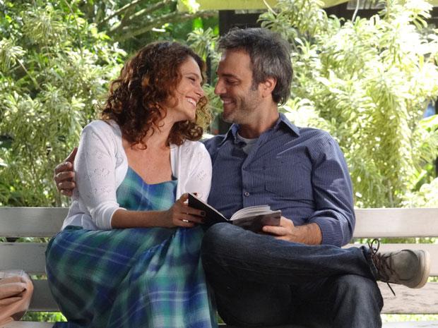Dora resolve se dar uma nova chance e se aproxima de Sérgio, primo de Celina (Foto: A Vida da Gente / TV Globo)